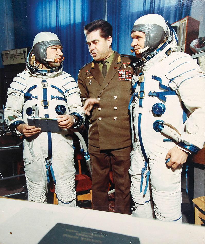 Фото советского космонавта берегового