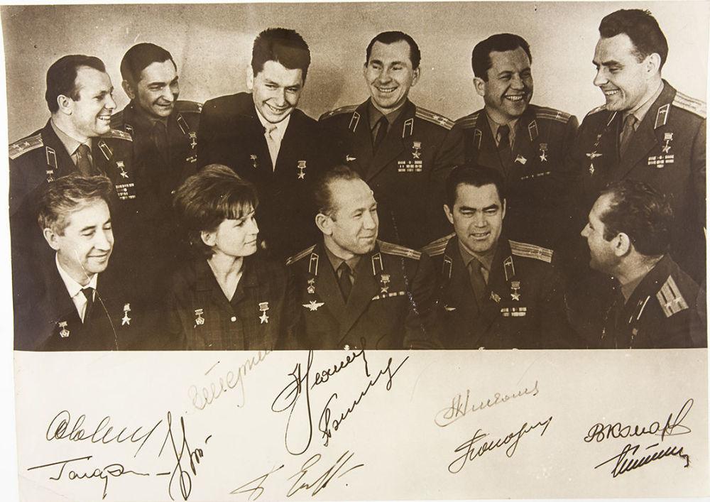 лунный маникюр первые советские космонавты картинки махи гирей