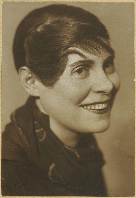 лиля брик фото в молодости часто носит приобретённый