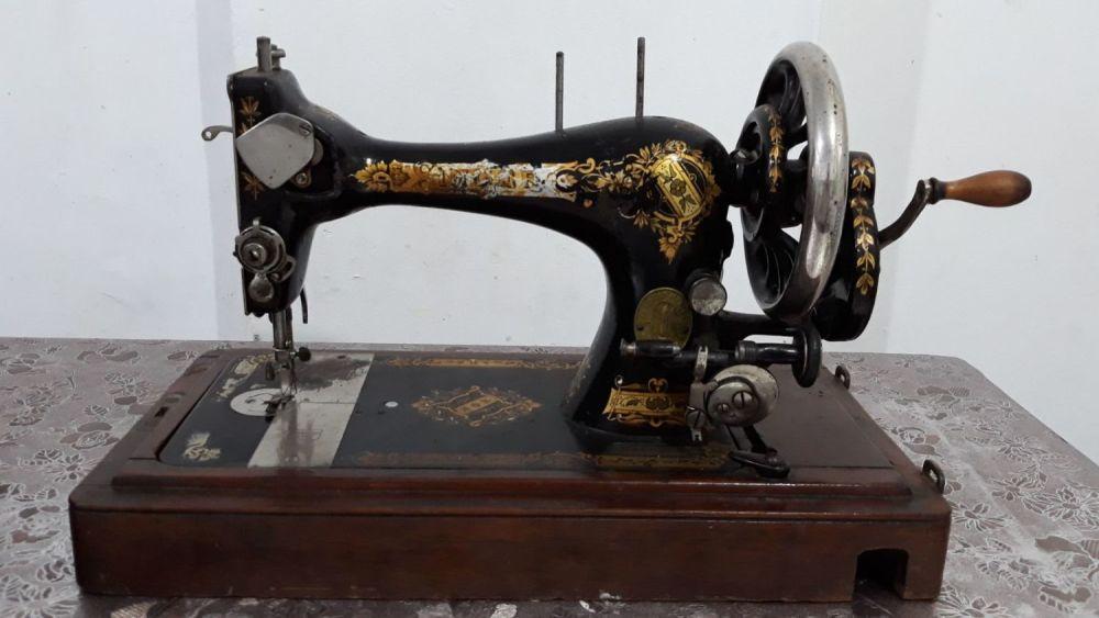 האחרון בידספיריט | מכירה פומבית | מכונת תפירה זינגר ישנה במארז XM-88